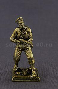 Морской пехотинец с автоматом, №1